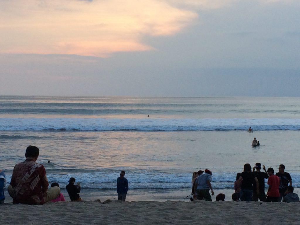 夕暮れ時のクタビーチ