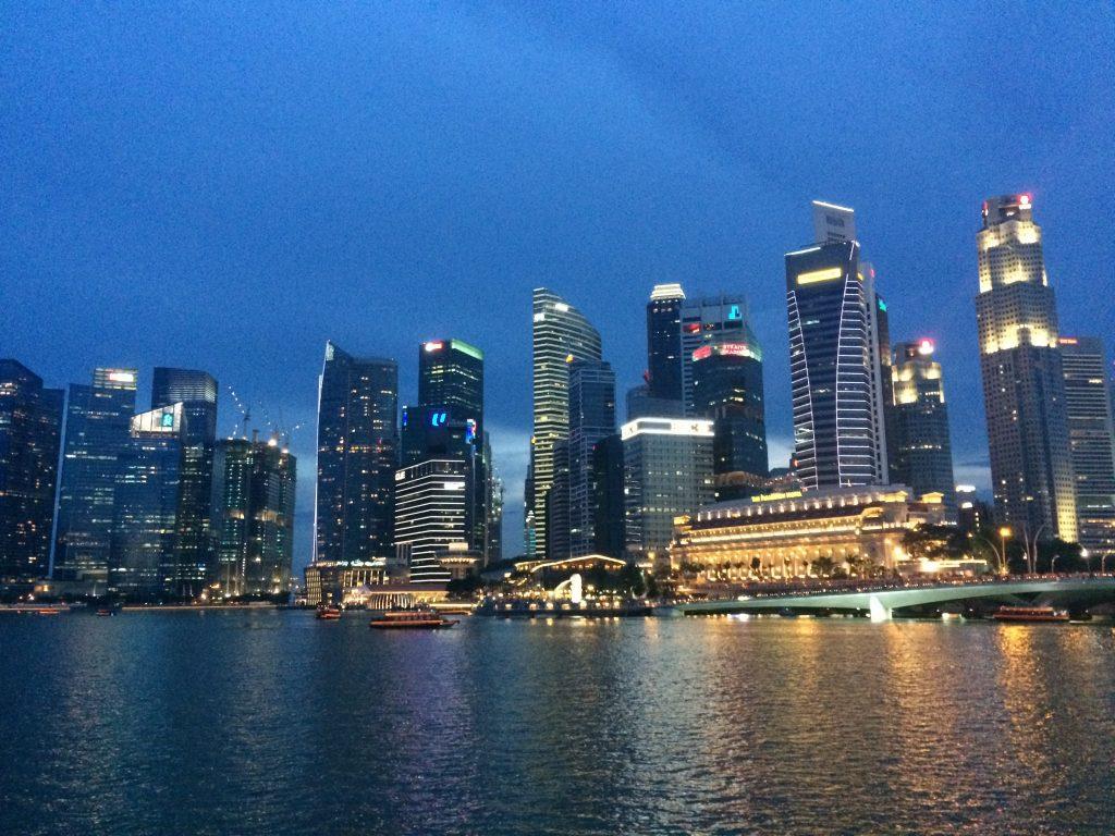 シンガポール川沿いの高層ビル群