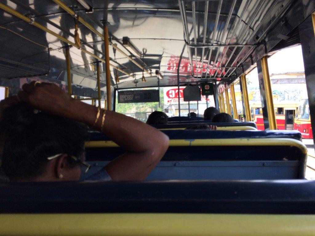アレッピー行きバスの車内