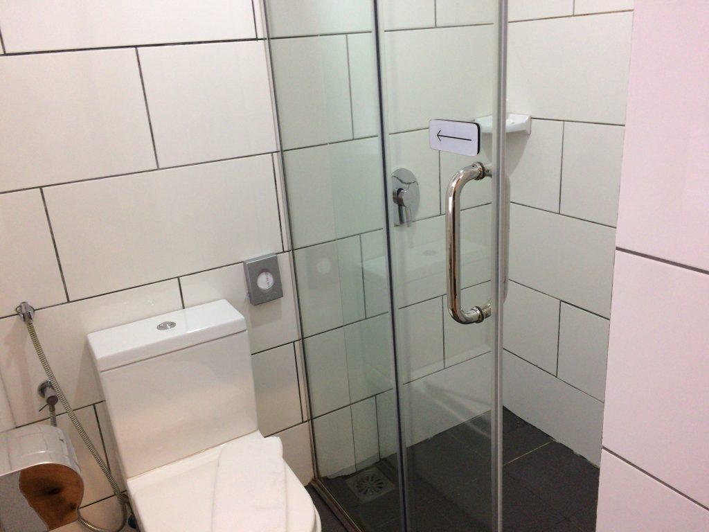 シャワー&トイレルームも清潔だ