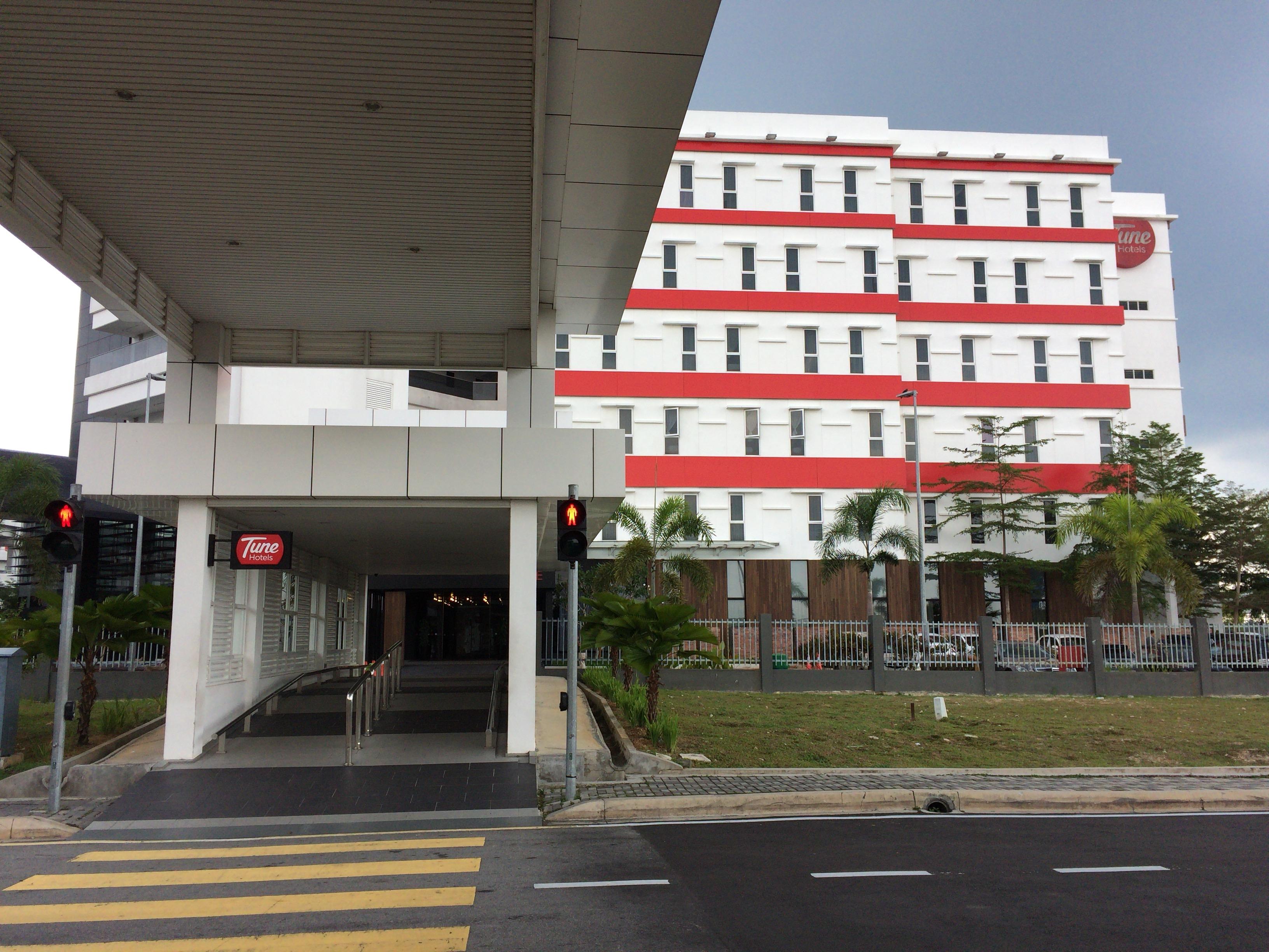 「チューン ホテル KLIA2」外観