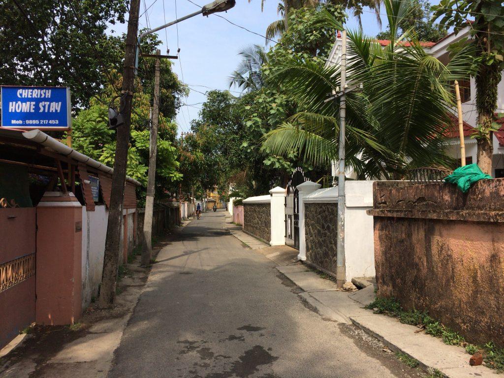ホテルがある細い通り(Kunnumpuram Road)