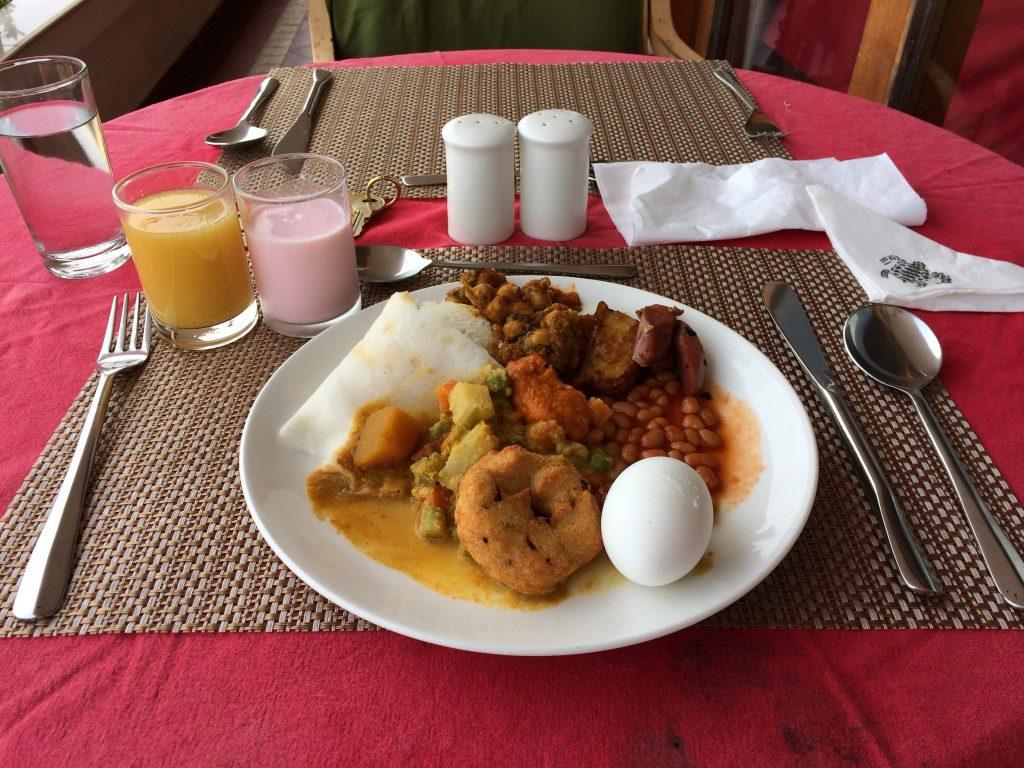 ビュッフェ形式の朝食。メニューも豊富だ