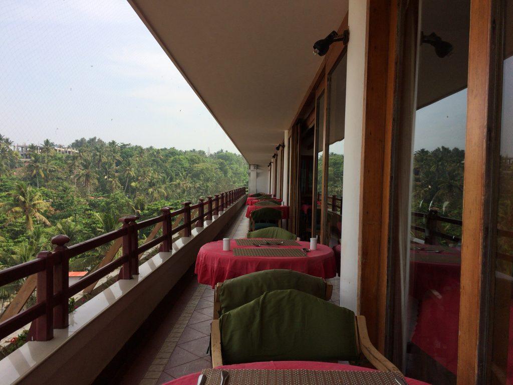 開放的なレストランのテラス席