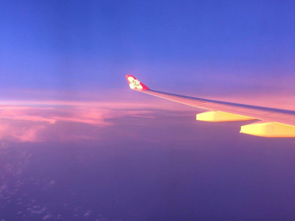 エアアジアの飛行機から見る夕暮れ
