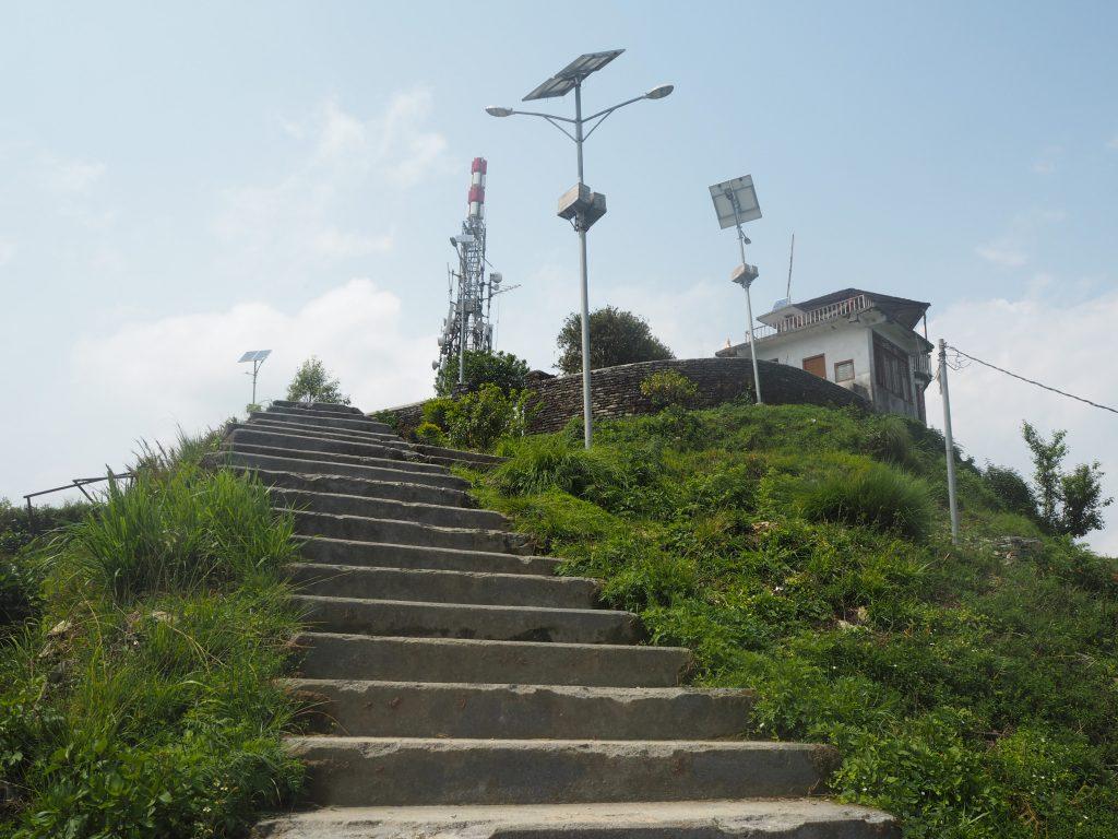 丘の上に建つ展望台