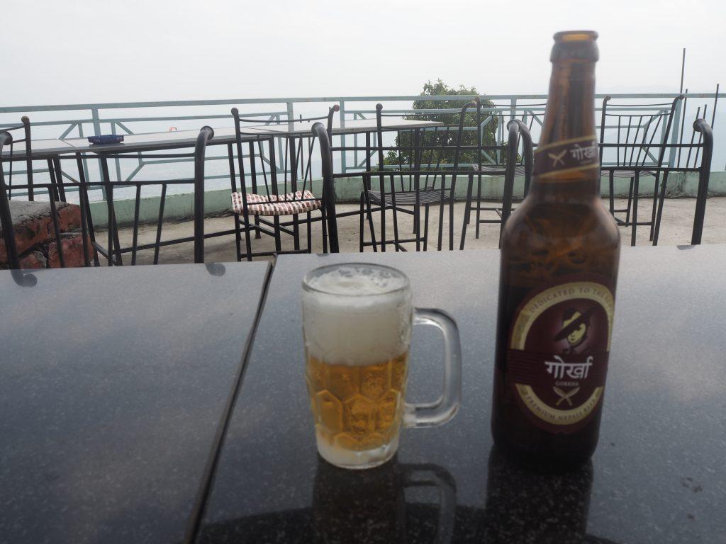ネパールのビール、ゴルカと共にいただく