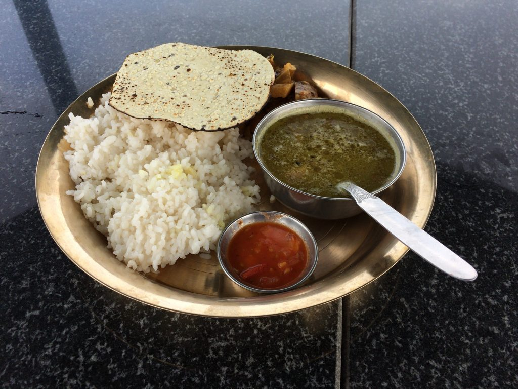 ネパールターリー(ベジセット)。ネパールの定食である