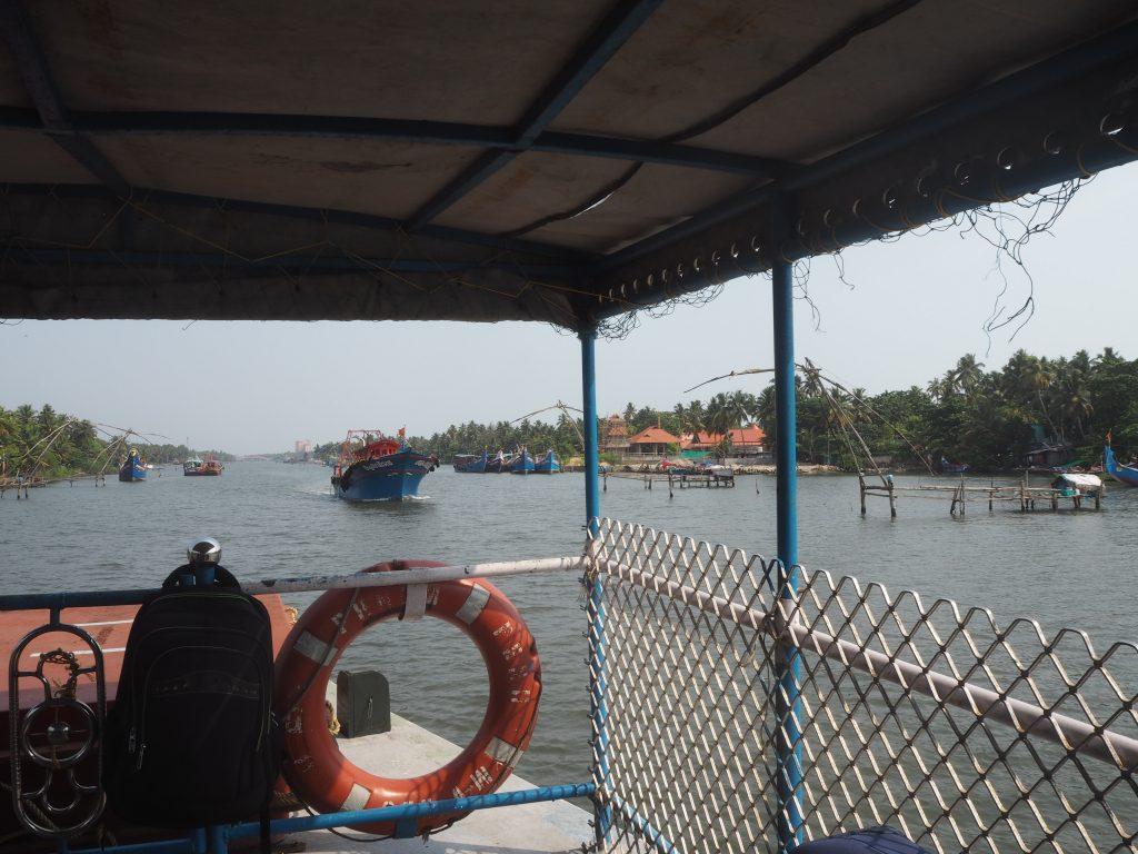 ボートからチャイニーズフィッシングネットを望む