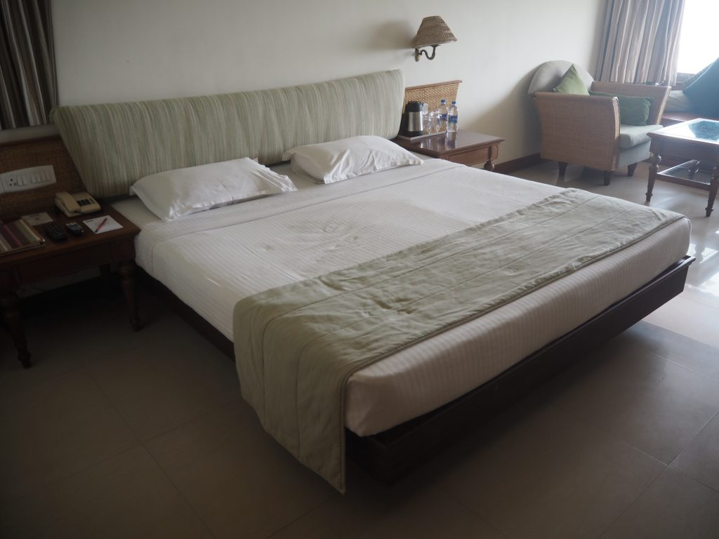 スタンダードルーム(エアコン付き)のベッド