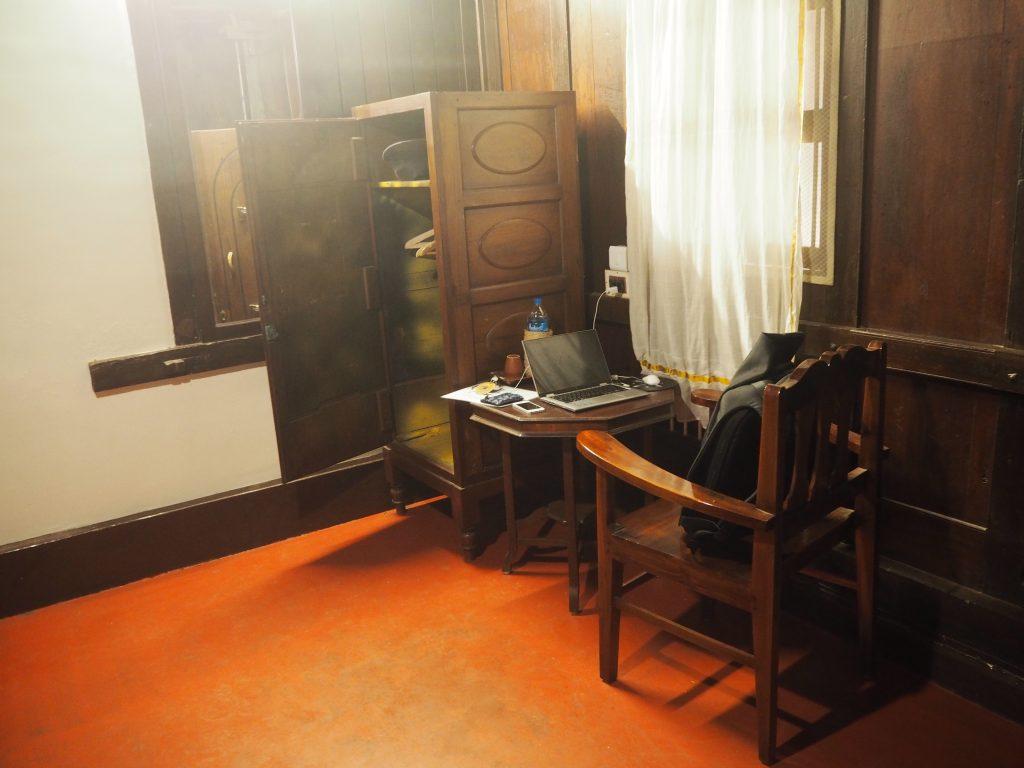 アンティークの家具は落ち着きを与えてくれる