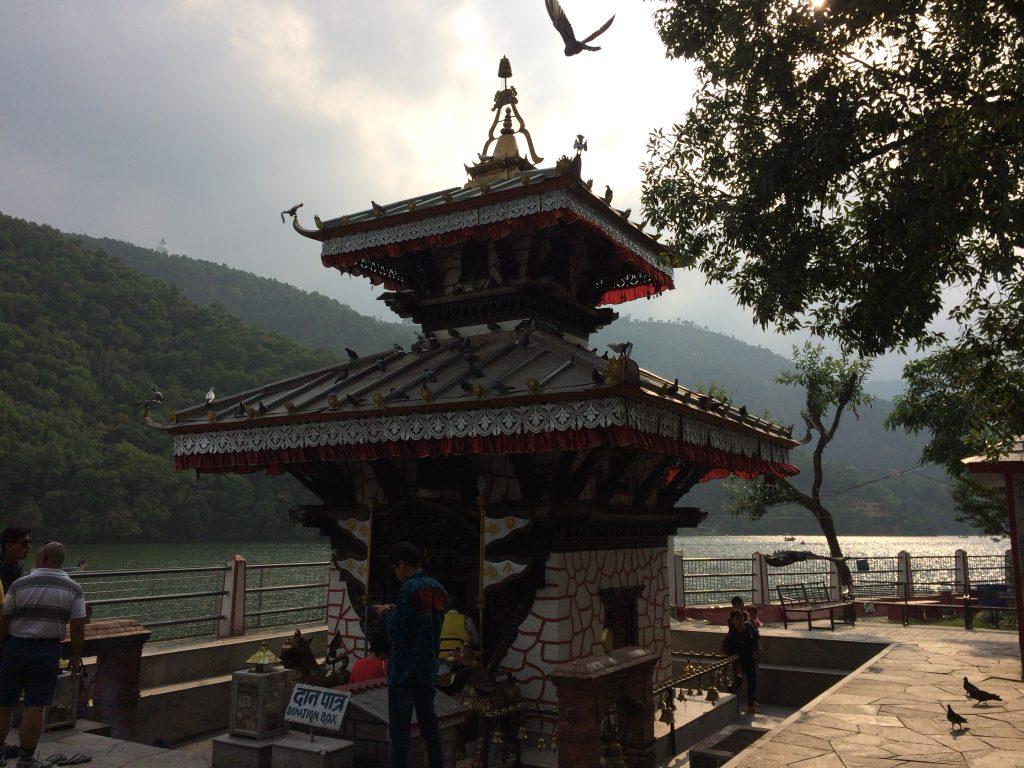 2層のパゴダ形式のバラヒ寺院