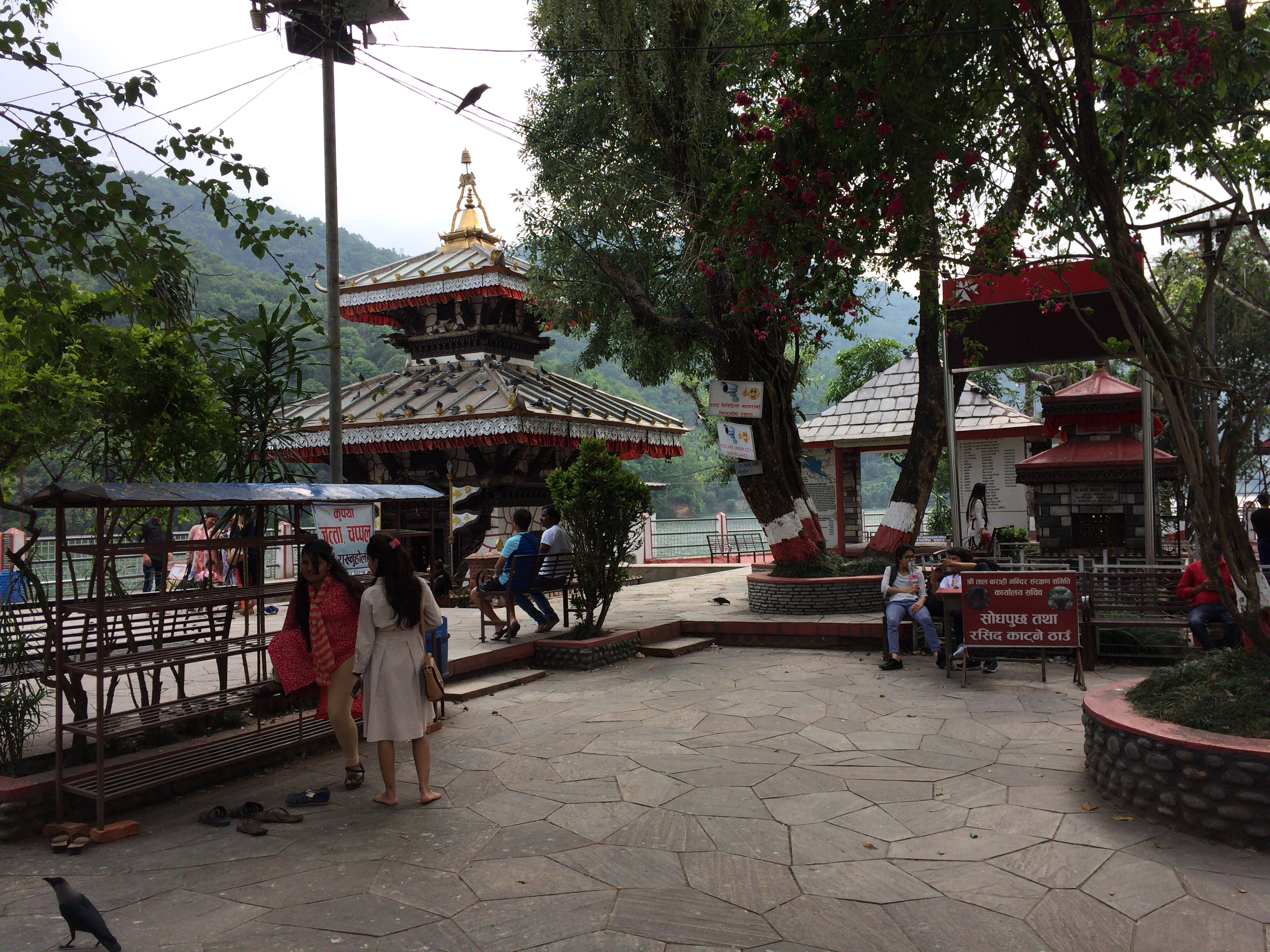 バラヒ寺院がある小島