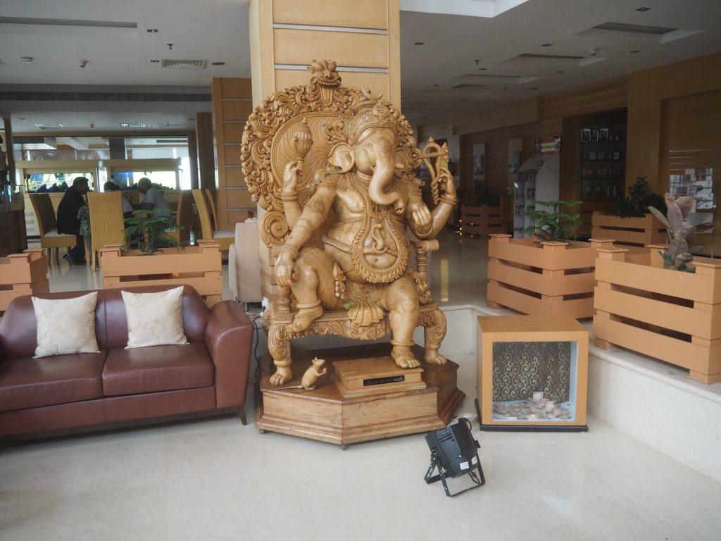 ロビーにある大きなガネーシャ像