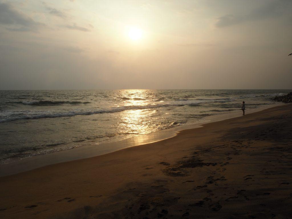 バルカラビーチの北にあるブラックビーチ