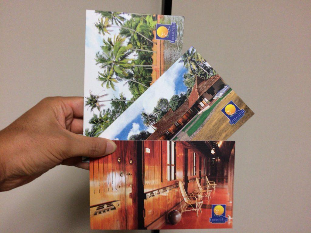 お土産にポストカードを貰った