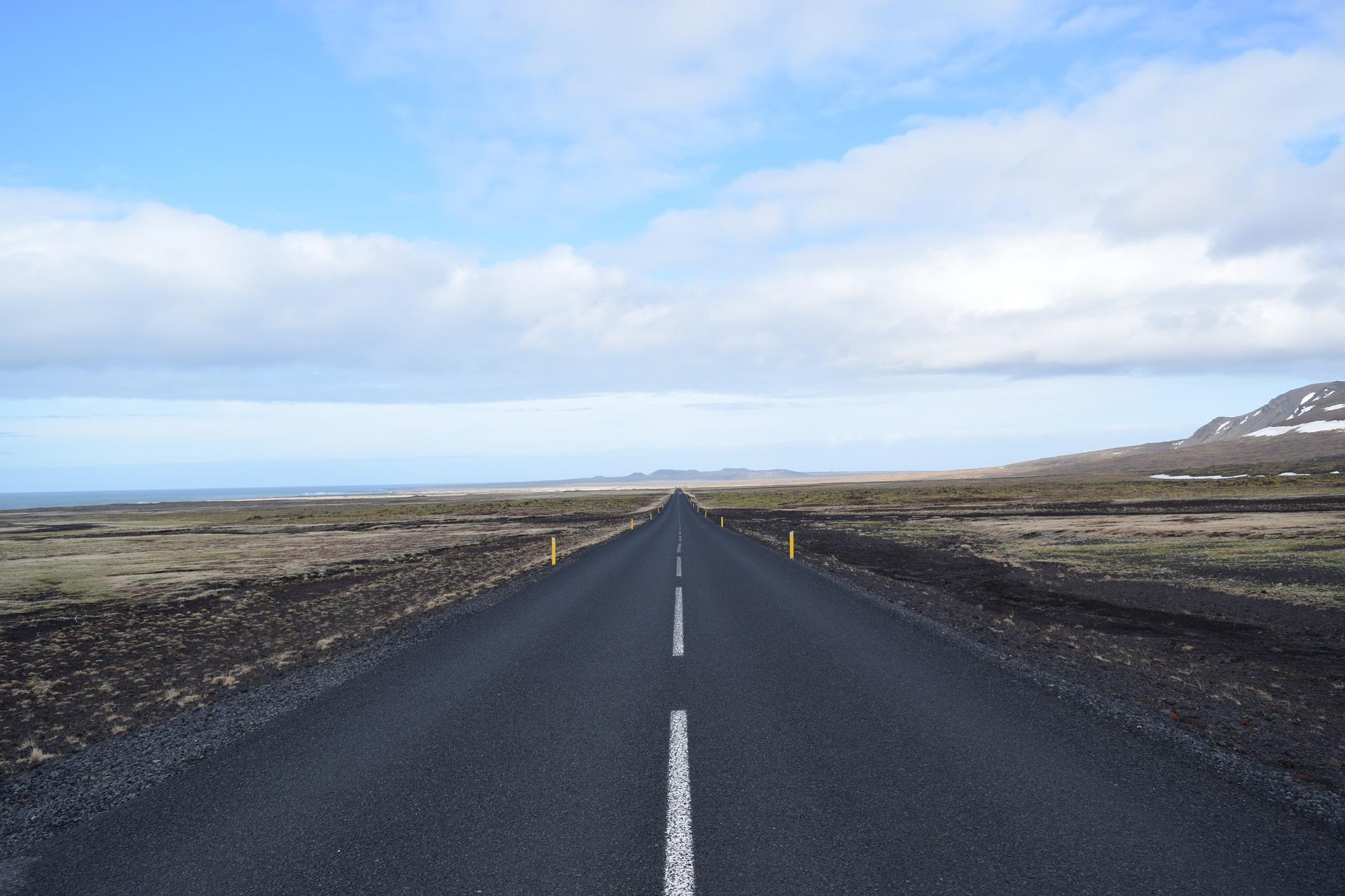 まっすぐな道