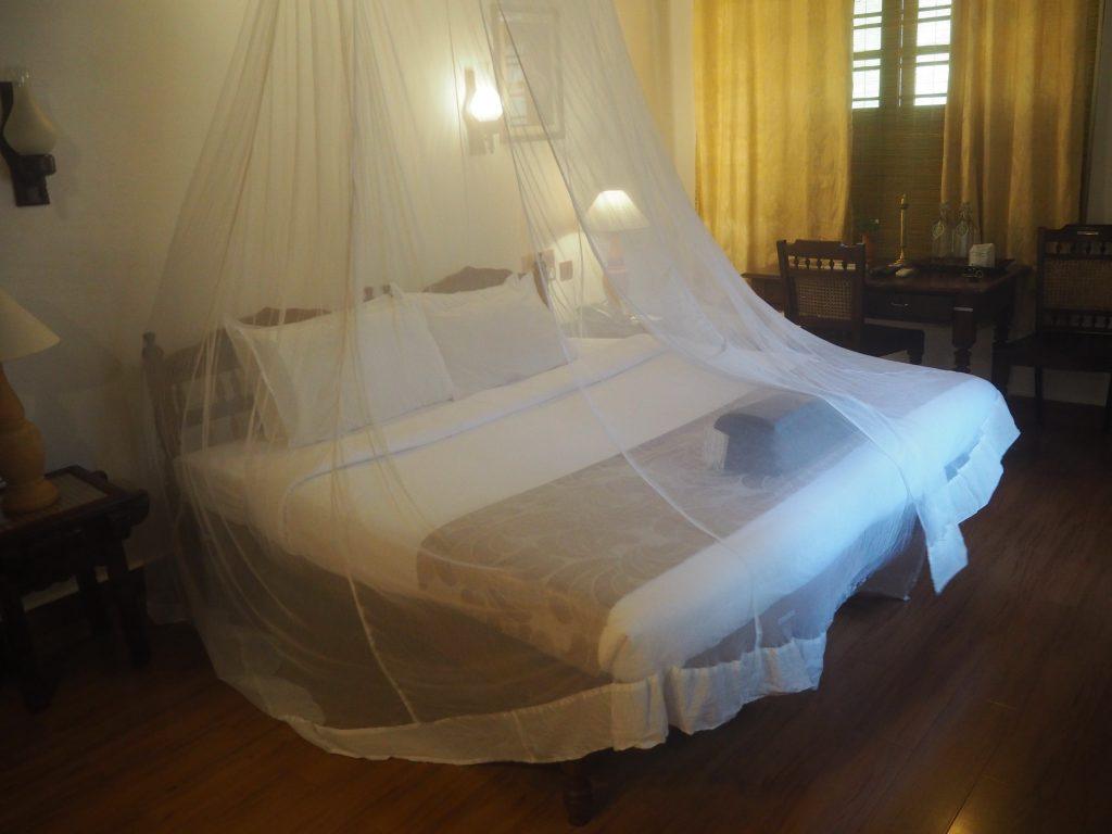 蚊の多い南インドでは嬉しい蚊帳付きのベッド