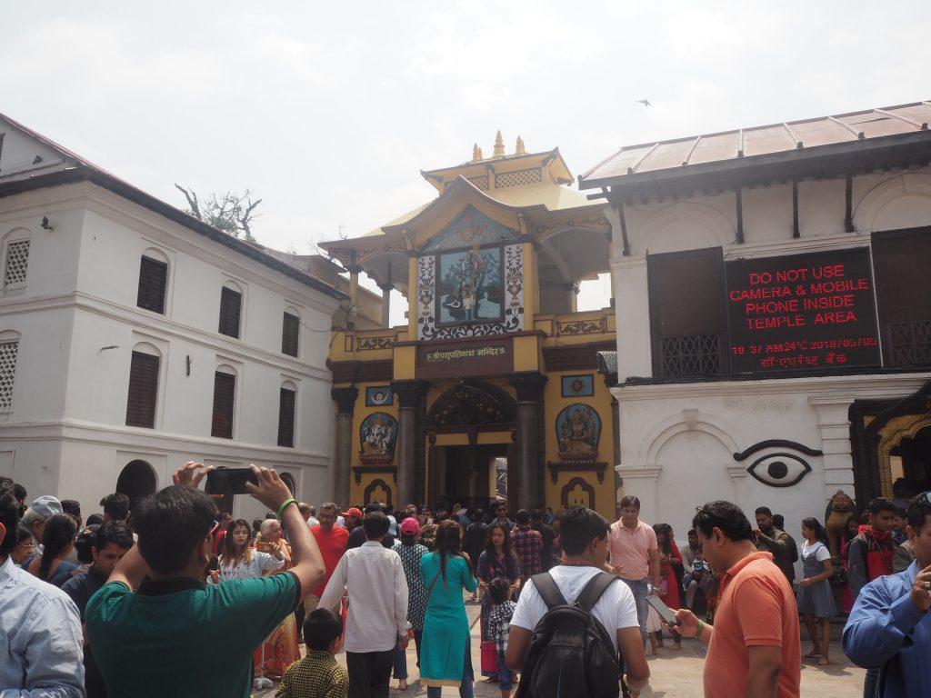 パシュパティナート寺院の黄色い門