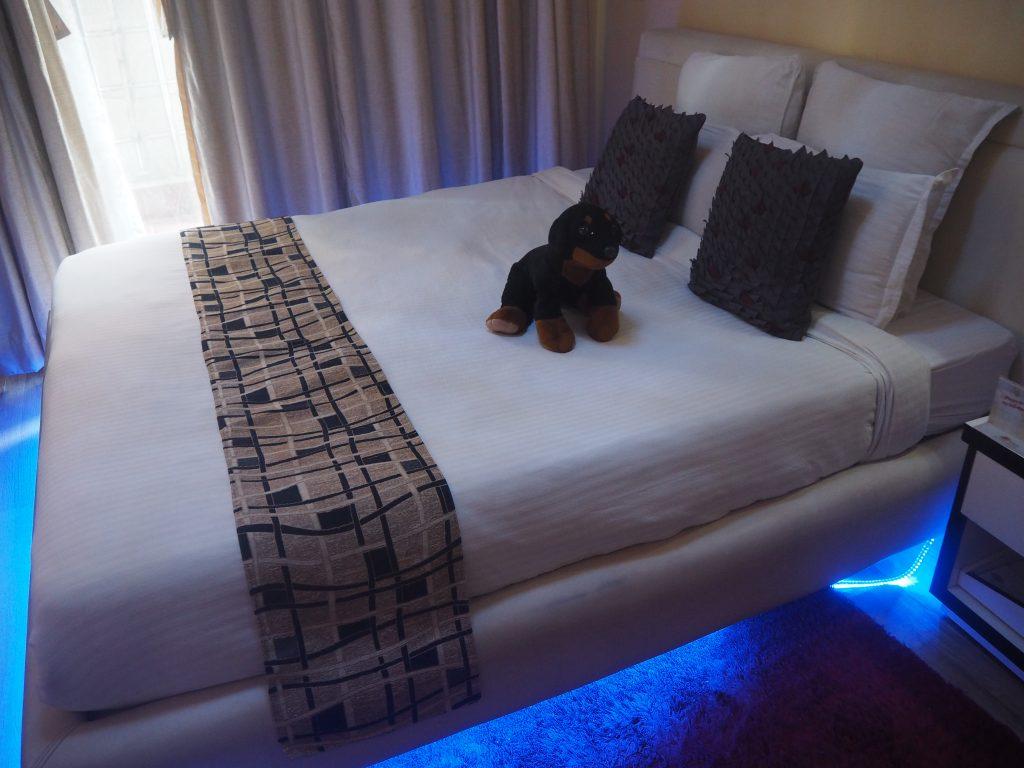 デラックスキングのベッド