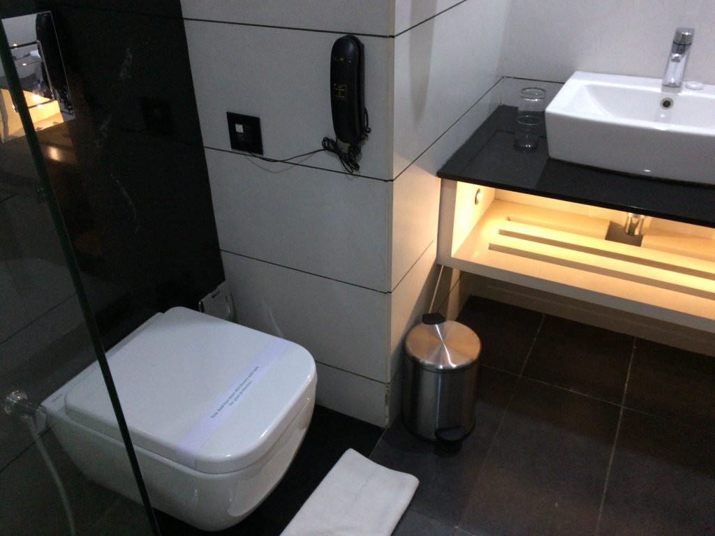 清潔なシャワー&トイレルーム