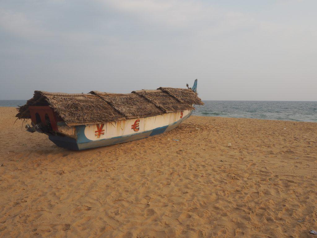 近くには漁村があるのかボートも多かった
