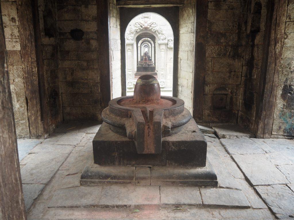 シヴァ神の象徴であるシヴァリンガ