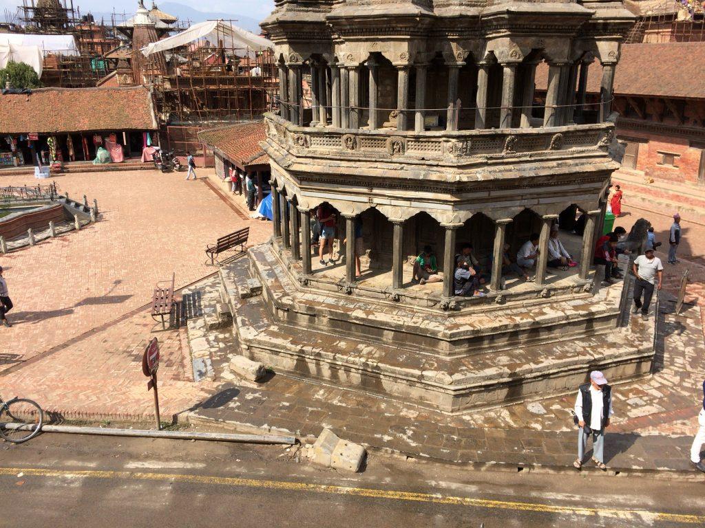 目の前にクリシュナ寺院が見える