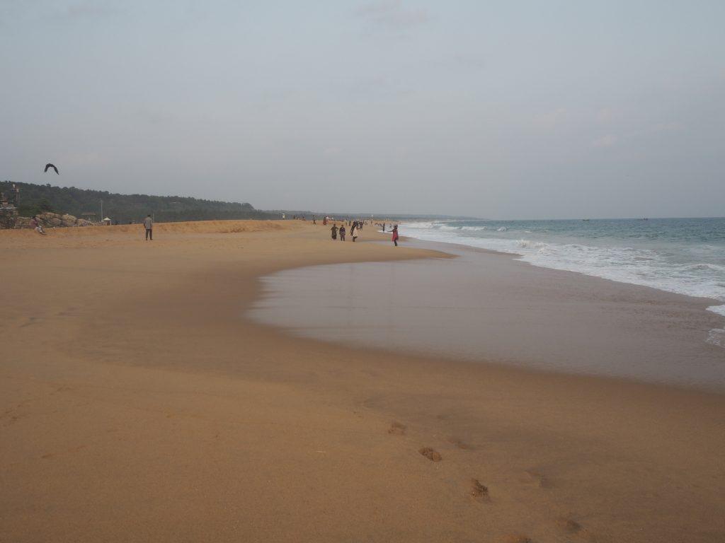 南インドのケララ州には大きなビーチが多い