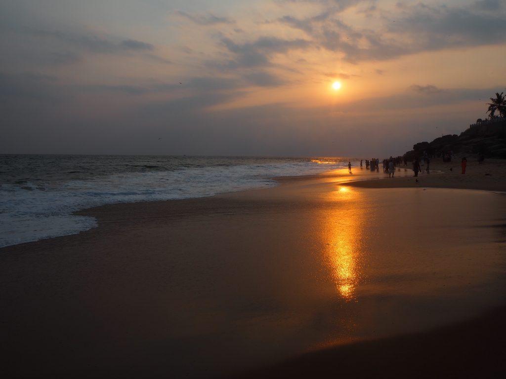 インドの最南端近くから見る夕日は感慨深い