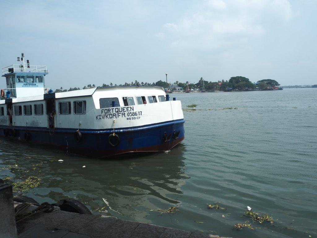ヴァイピーン島行きのボート(フェリー)