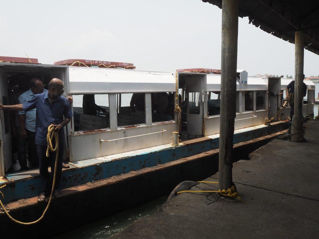 エルナクラムへ向かうボート