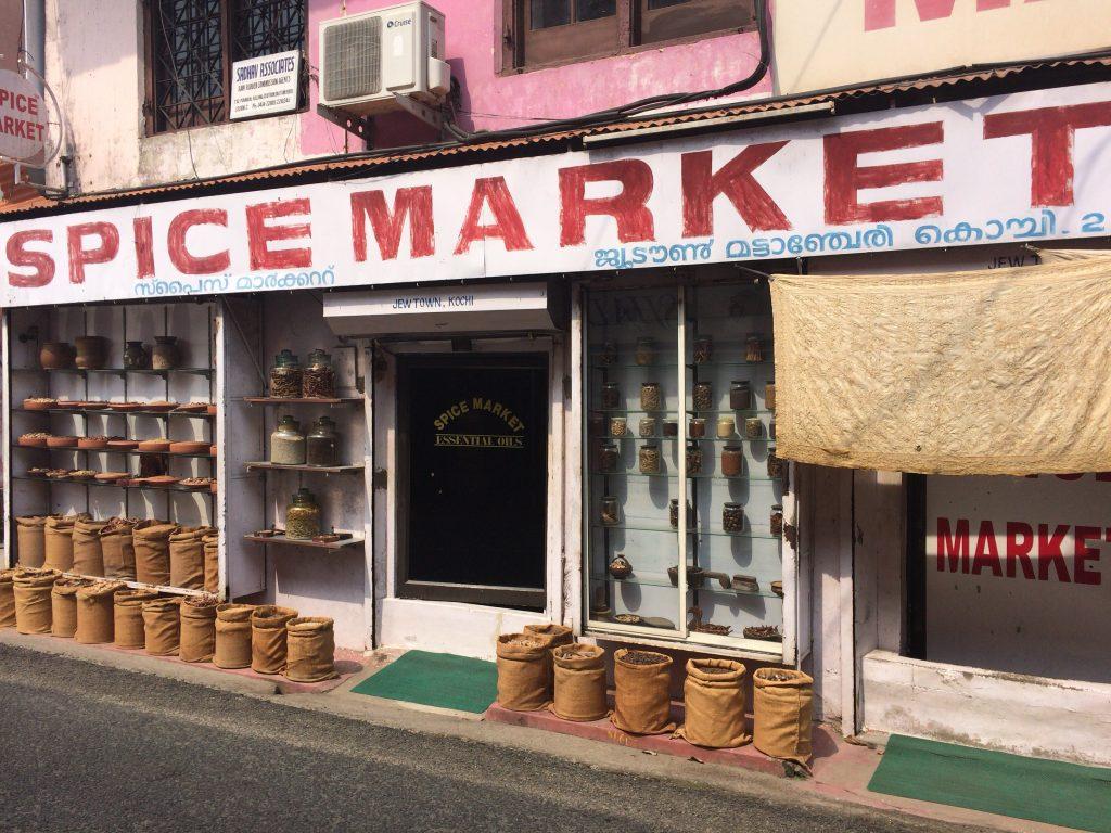 スパイスマーケット。ケララ州はスパイスが有名だ