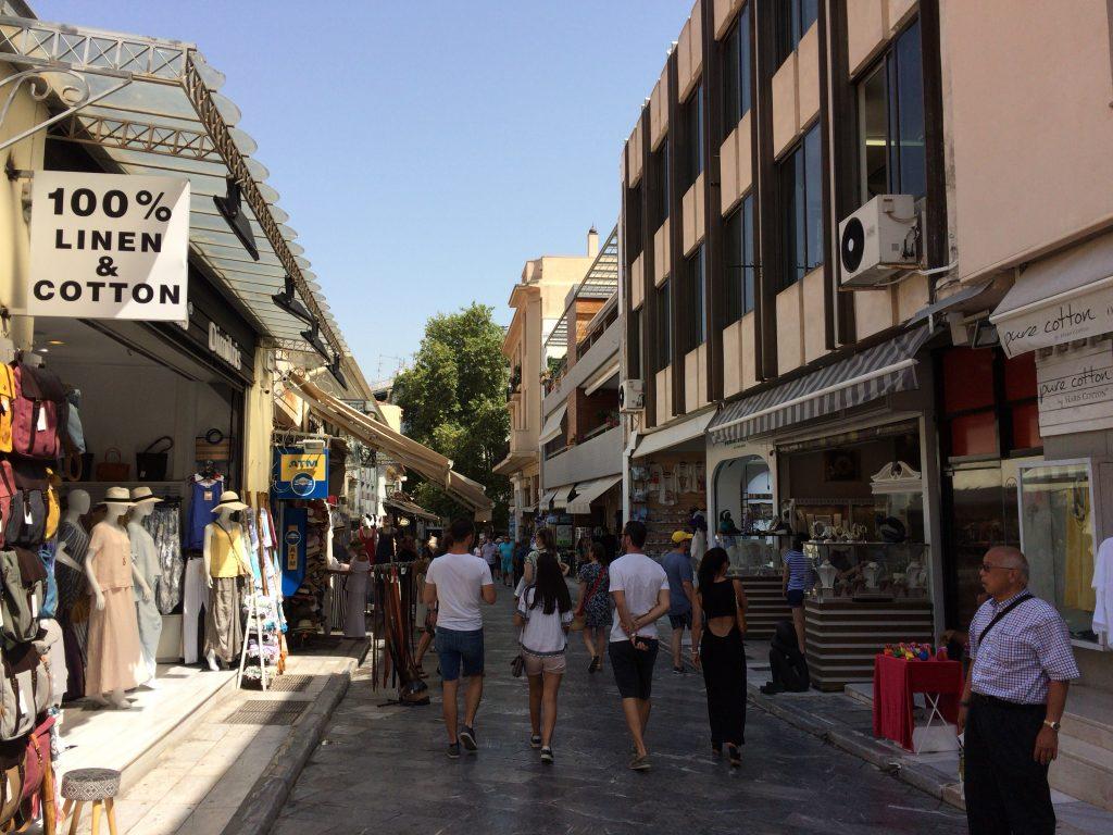 ギリシャらしい通りを歩く