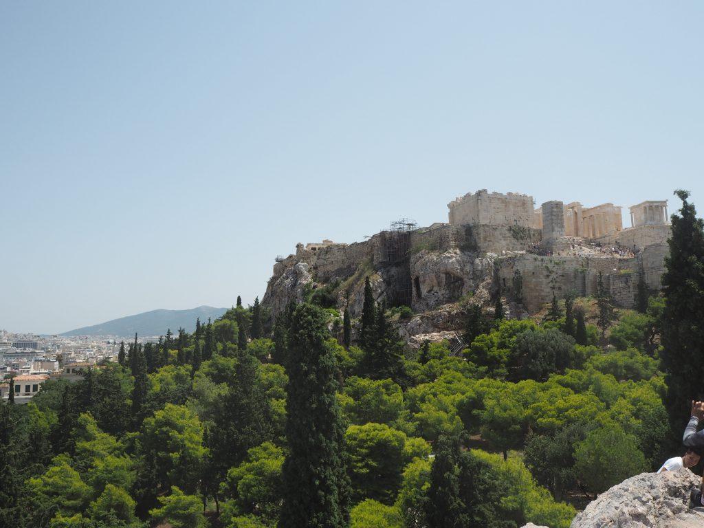 アレオパゴスの丘からアクロポリスを望む