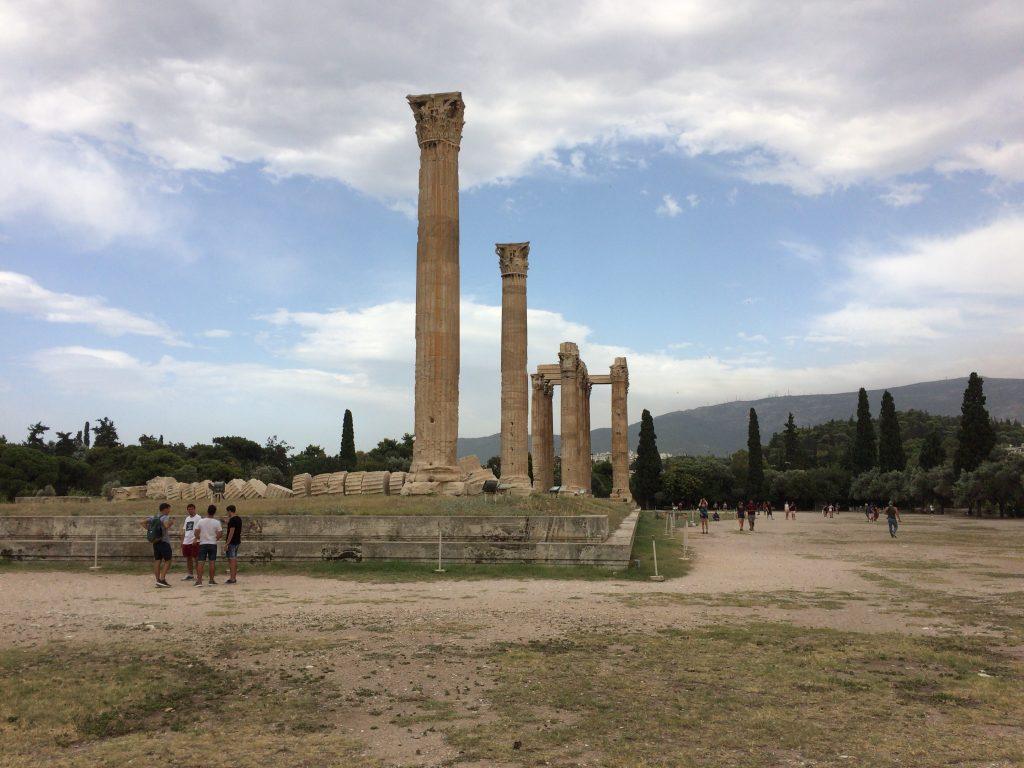 アクロポリスに比べると観光客は少ない