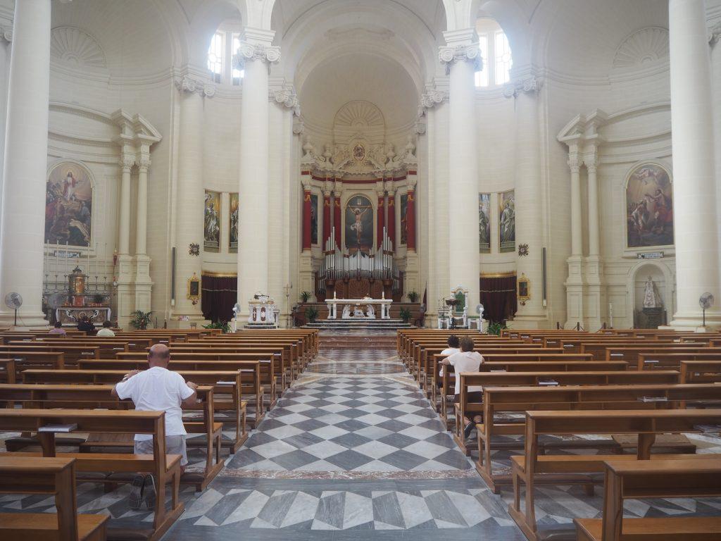シェウキーヤ教会の内部