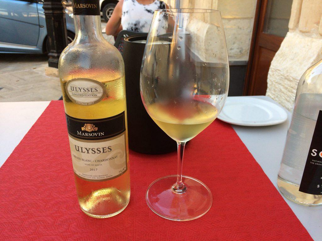 白ワイン(シャルドネ)。マルタのワインは美味しい