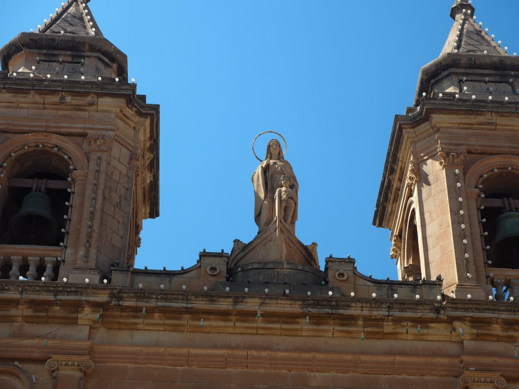 漁船(ルッツ)に乗った聖母像