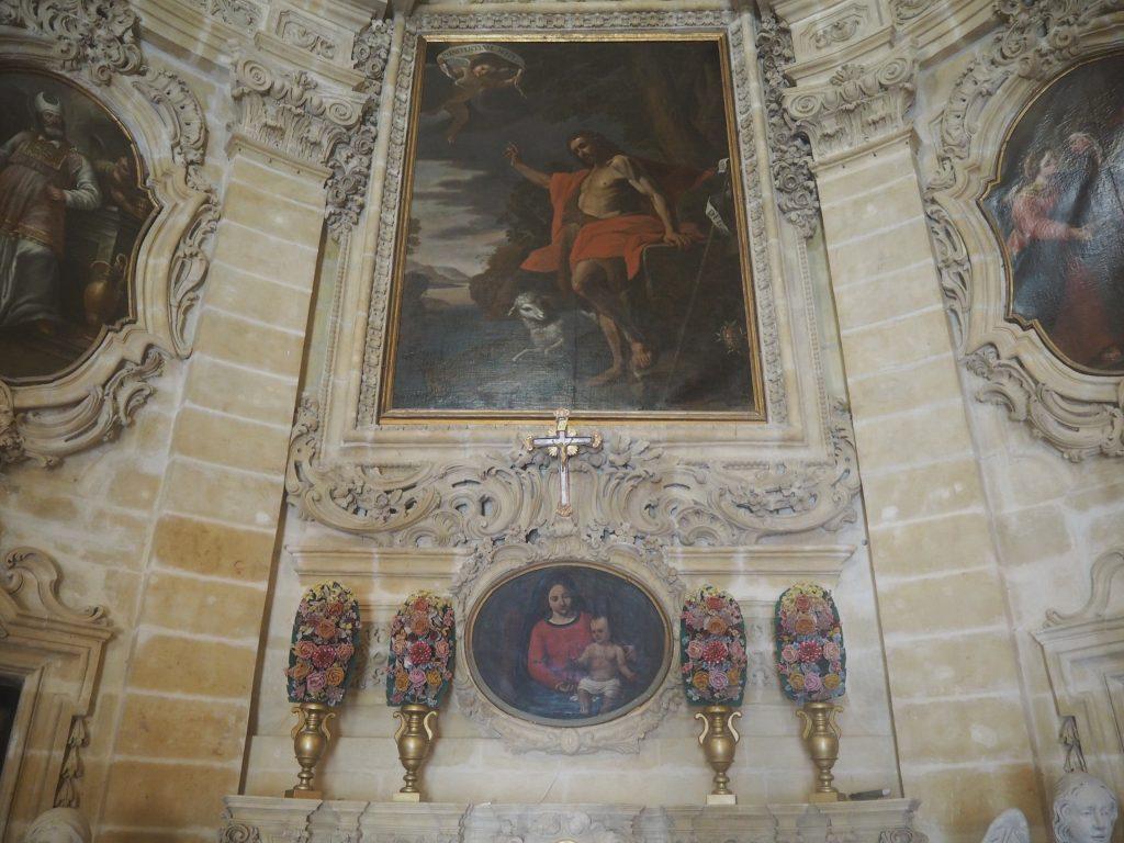 教会内部に飾られている絵