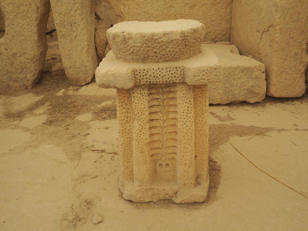祭壇。細かな装飾が目を引く