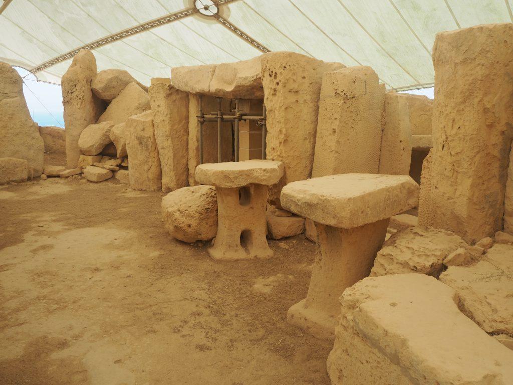 こちらはキノコ形の祭壇