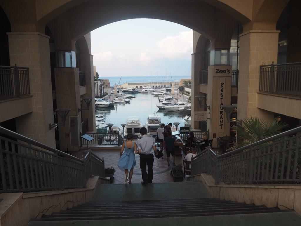 「マリーナレストラン」から湾を見下ろす