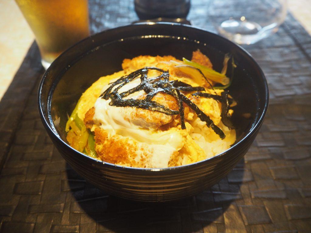 日本で見るカツ丼だ