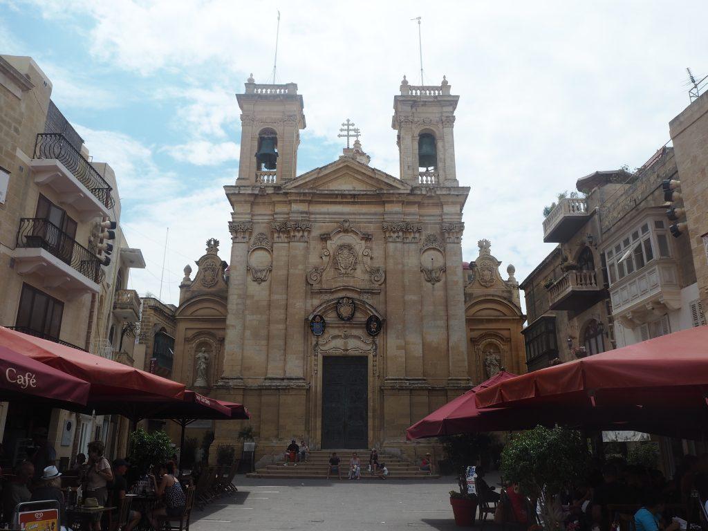 聖ジョージ教会。バロック様式の教会だ