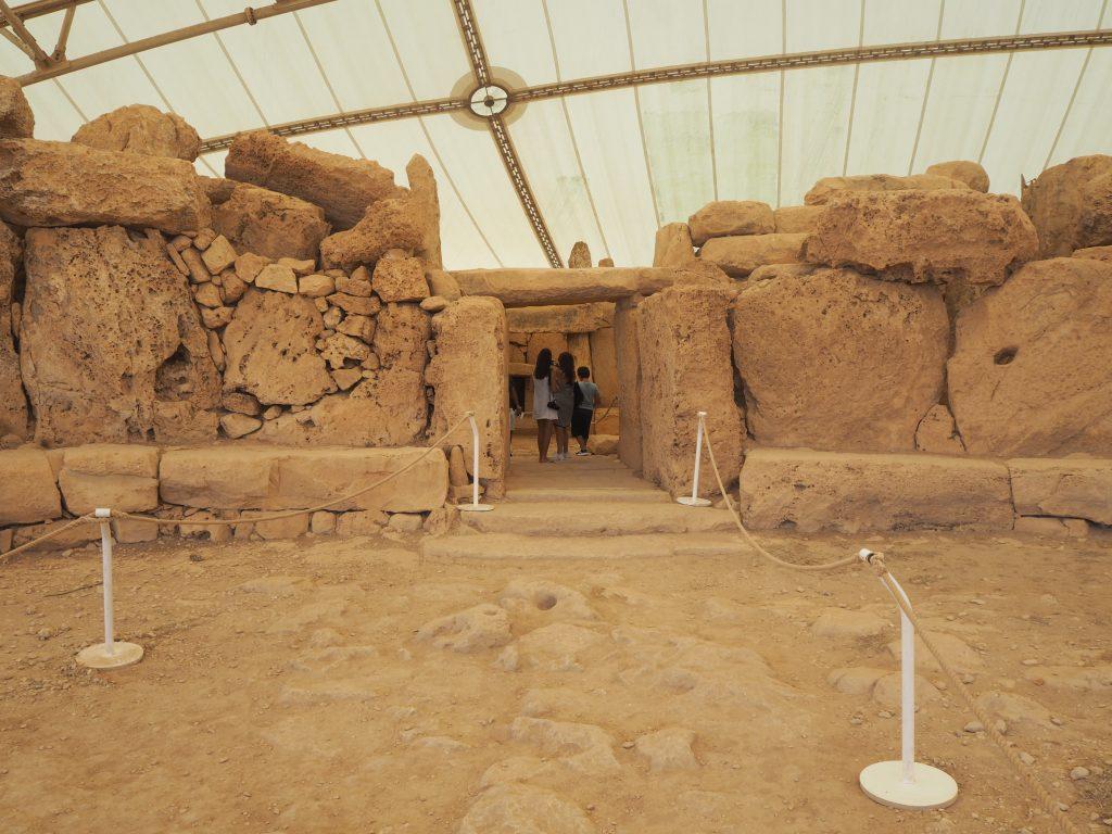神殿の入り口