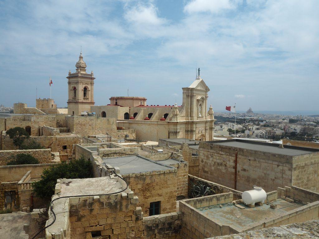 城壁から見る大聖堂