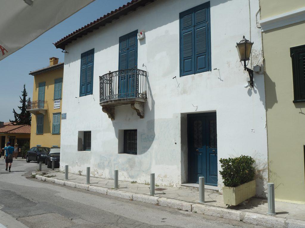ギリシャらしい白と青の建物