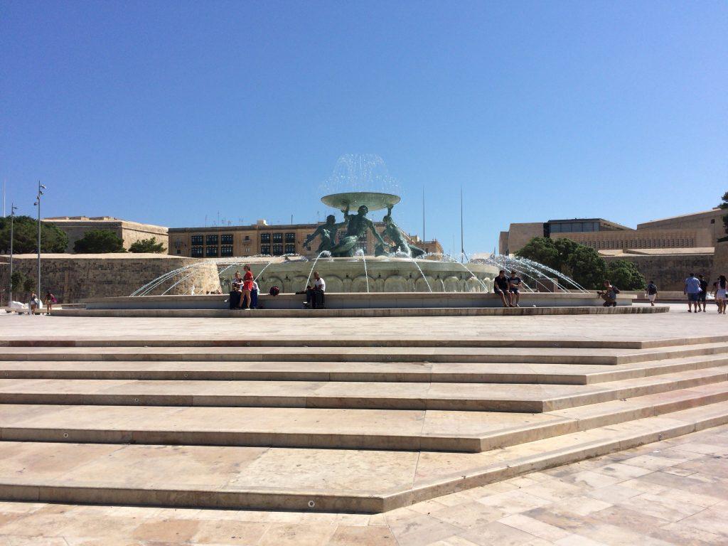 バレッタのバスターミナル手前にあるトリトン噴水