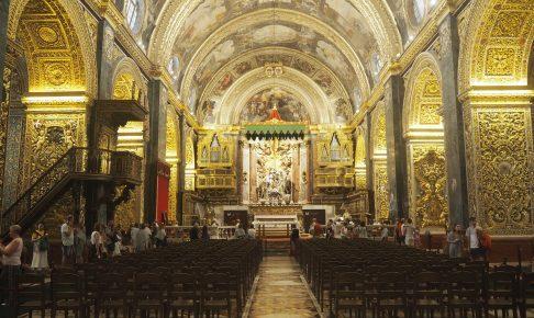 聖ヨハネ大聖堂の内部(中央祭壇)